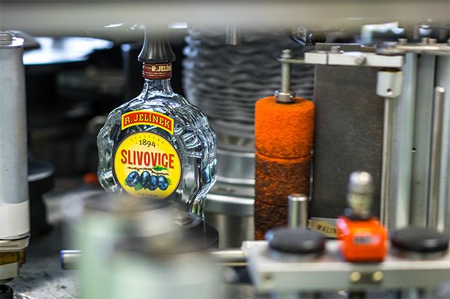 Etiketování výrobku – na lince