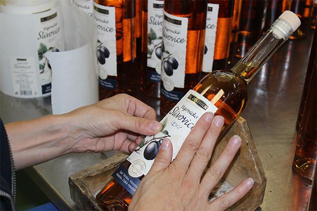 Etiketování finálního výrobku – ruční